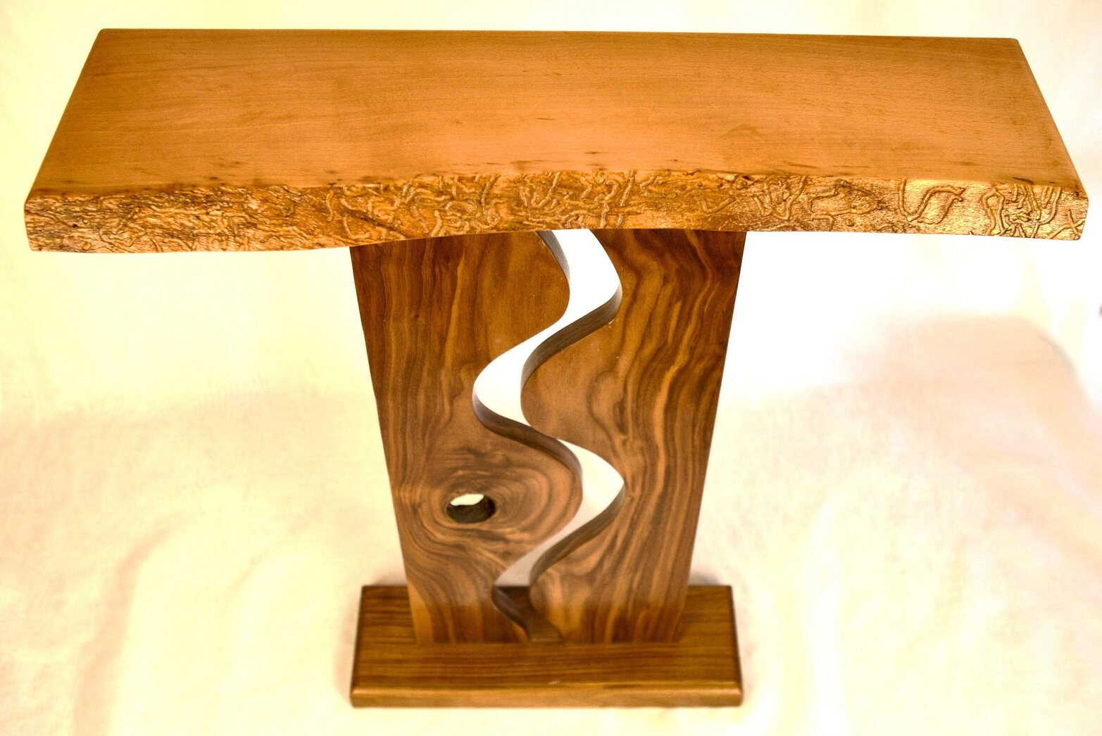Entry Table: Wave & Knot